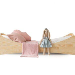 Dřevěná postel DOLL